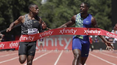 KannChristian Coleman (li.) seinen Landsmann Justin Gatlin an der WM in der Königsdisziplin 100 m als Titelhalter ablösen? (Bild: Jeff Chiu/AP Photo, Stanford, 30. Juni 2019)