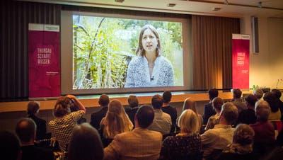Meret Huber wendet sich per Video an die Gäste der Preisverleihung. (Bild: Reto Martin)