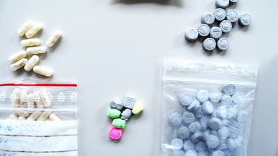 Die Luzerner Polizei beschlagnahmte bei den Jugendlichen mehrere verschiedene rezeptpflichtige Medikamente. (Bild: Luzerner Polizei)