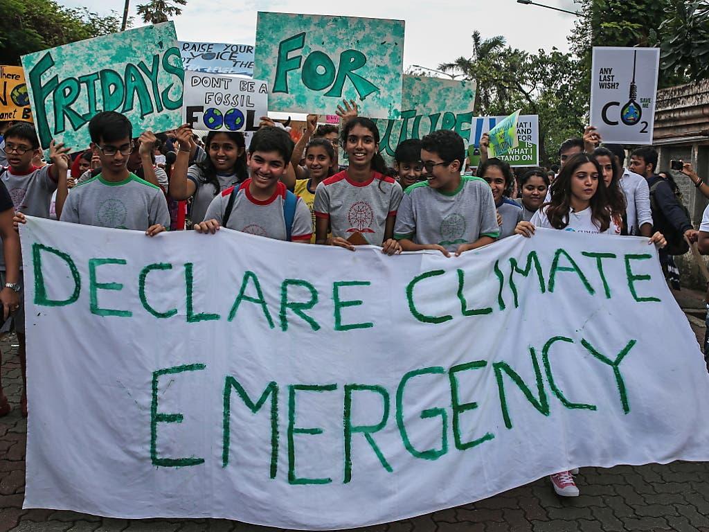 Auch in Indien, wie hier in Mumbai, gab es Kundgebungen für mehr Klimaschutz. (Bild: KEYSTONE/EPA/DIVYAKANT SOLANKI)