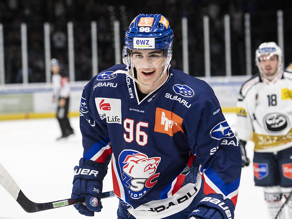 Schütze des Siegtores für die ZSC Lions: der 19-jährige Tim Berni (Bild: KEYSTONE/ENNIO LEANZA)
