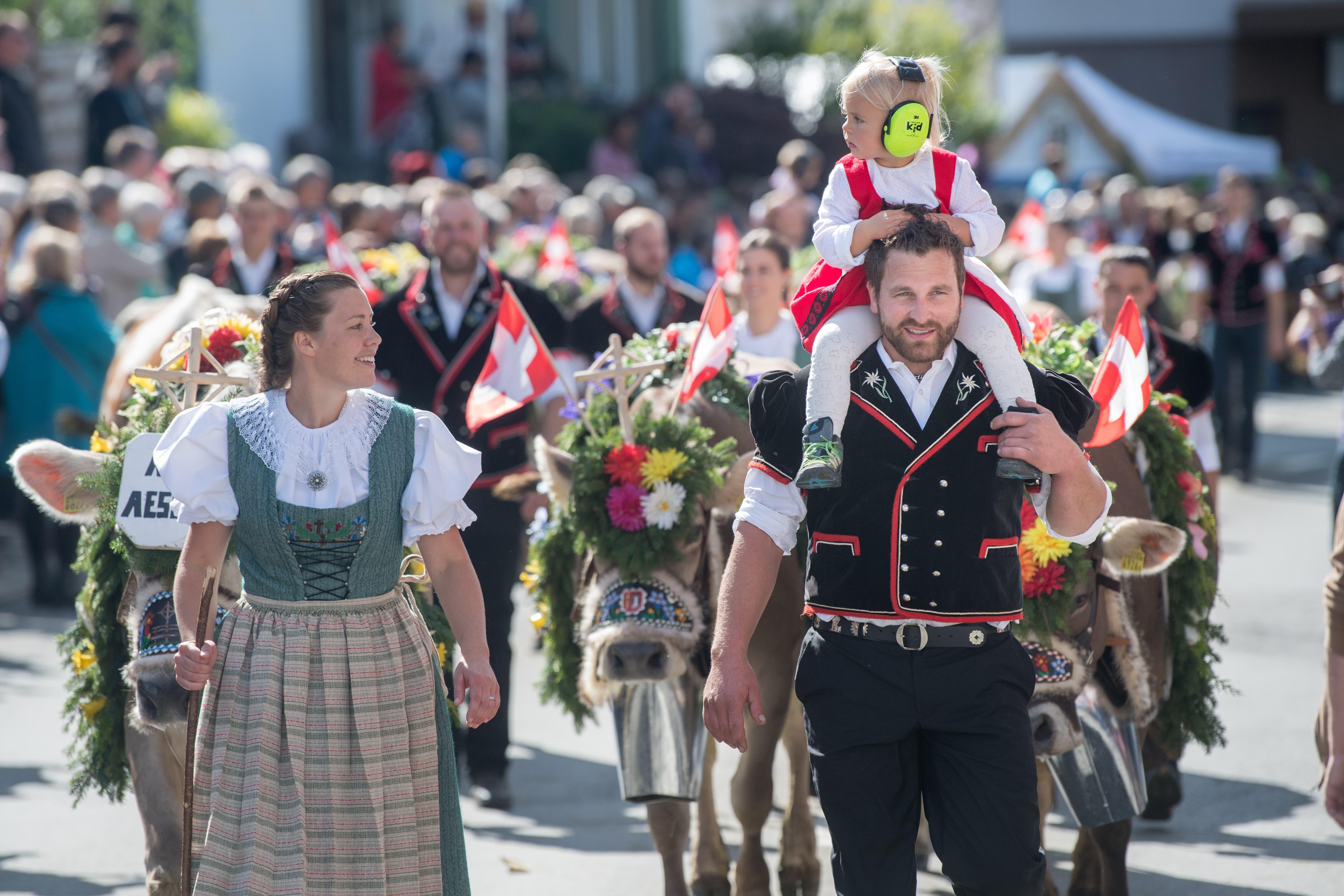 Familie Schmid von der Alp Äschi. (Bild: Boris Bürgisser)