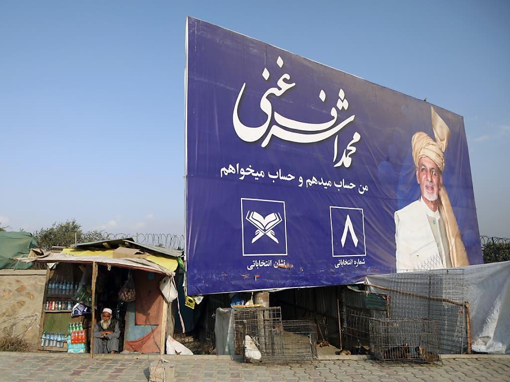 18 Kandidaten stehen auf den Stimmzetteln der Präsidentschaftswahl in Afghanistan vom Samstag - vier von ihnen zogen ihre Kandidatur mittlerweile bereits zurück. (Bild: KEYSTONE/EPA/JAWAD JALALI)
