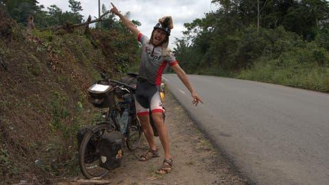 Ein denkwürdiger Augenblick auf der Reise: In Gabun überquert Jörg Heierli erstmals den Äquator. (Bild. PD)