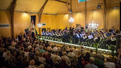 Das Symphonische Blasorchester Kreuzlingen konzertiert in der Kulturscheune des Schloss Girsberg. (Bild: Andrea Stalder - August 2016)