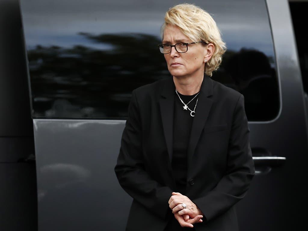 Auch die Tochter von Jacques Chirac, Claude Chirac, wohnte der Trauerfeier bei. Nicht aber die Witwe des Verstorbenen. (Bild: KEYSTONE/EPA/IAN LANGSDON)