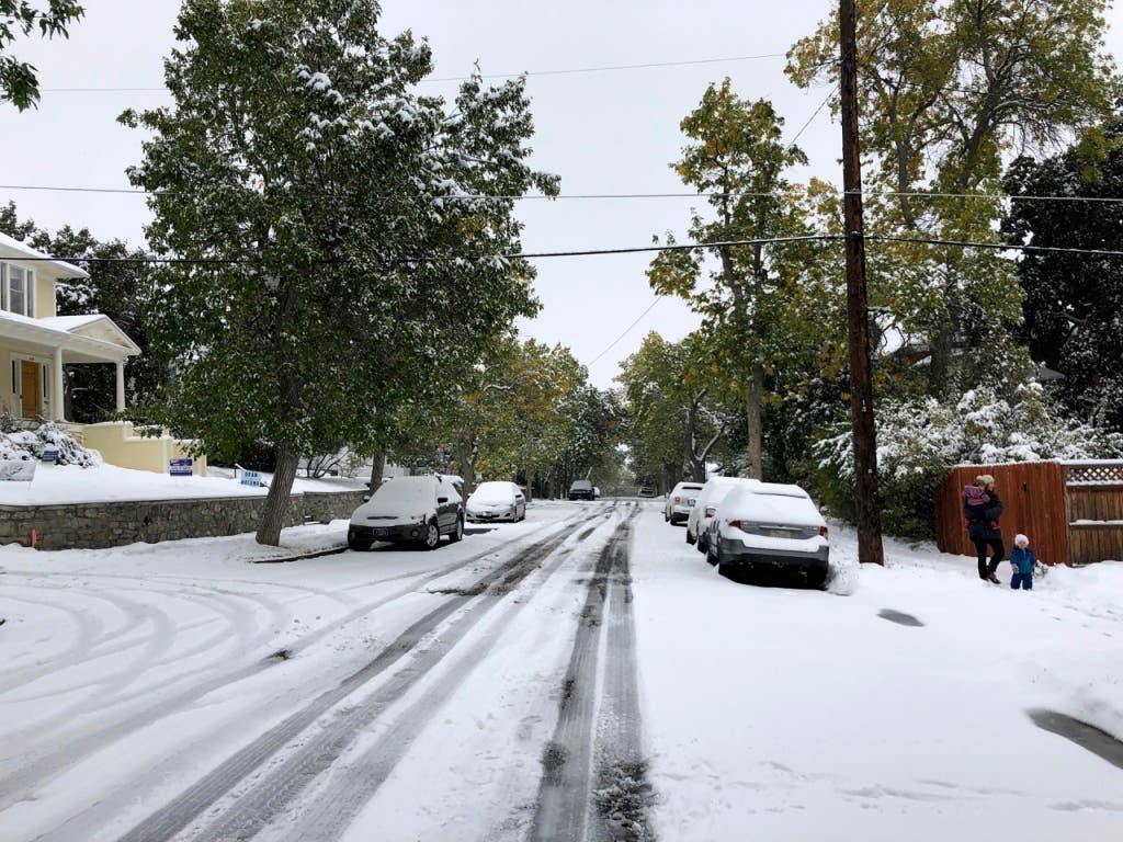 Auf den Verkehr hatte der starke Schneefall aber negative Folgen. Es gab zahlreiche Unfälle. (Bild: KEYSTONE/AP/MATT VOLZ)