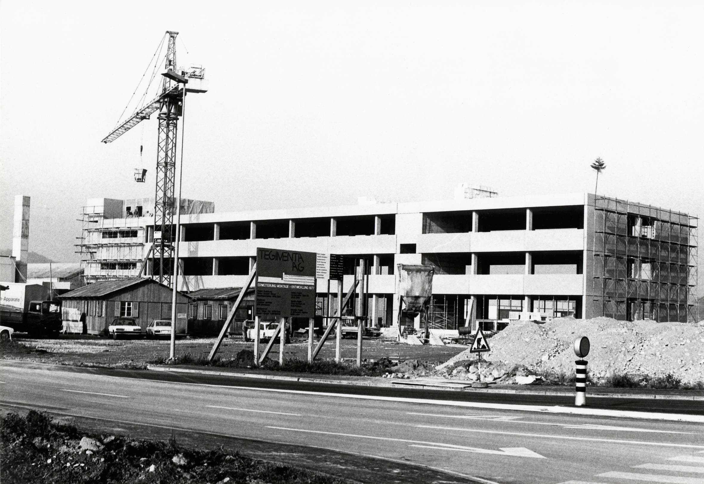 Erweiterungsbau für Montage und Entwicklung der Tegimenta AG im Jahr 1978. (Bild: Roche)