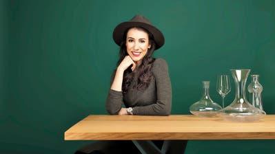 Der kecke Brixton-Hut ist ihr Markenzeichen, der Wein ihre Leidenschaft. (Bild: Waserhepp)