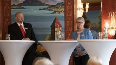 CVP-Präsident Christian Ineichen und SVP-Präsidentin Angela Lüthold während eines Wahlpodiums – mit ernsten Mienen. (Bild: Corinne Glanzmann, Luzern, 25. Mai 2018)