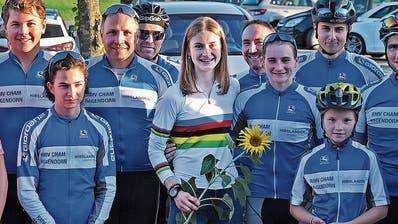 Mit ihren Clubkollegen von Cham-Hagendorn: Jacqueline Schneebeli. (Bild: PD)