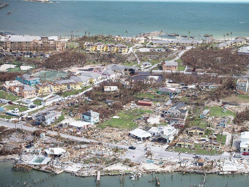 In Marsh Harbour stehen nach Wirbelsturm «Dorian» nur noch wenige Häuser. (Al Diaz/Miami Herald via AP) (Bild: KEYSTONE/AP Miami Herald/AL DIAZ)