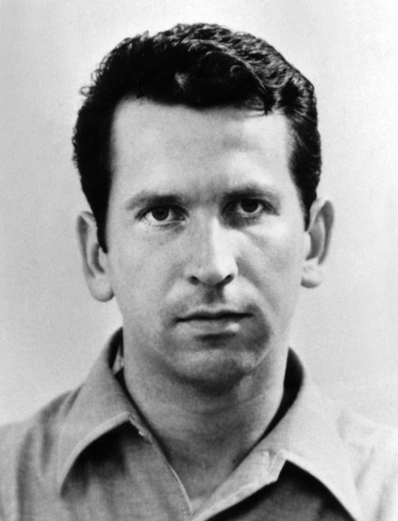 Walter Stürm, in einer Aufnahme vor 1980, veränderte mehrfach sein Erscheinungsbild, um sich der Justiz zu entziehen. Gegen Walter Stuerm, bekannt als «Ausbrecherkönig» wurde wegen Verdacht auf Raubüberfall und Geiselnahme ermittelt. (Bild: Keystone)