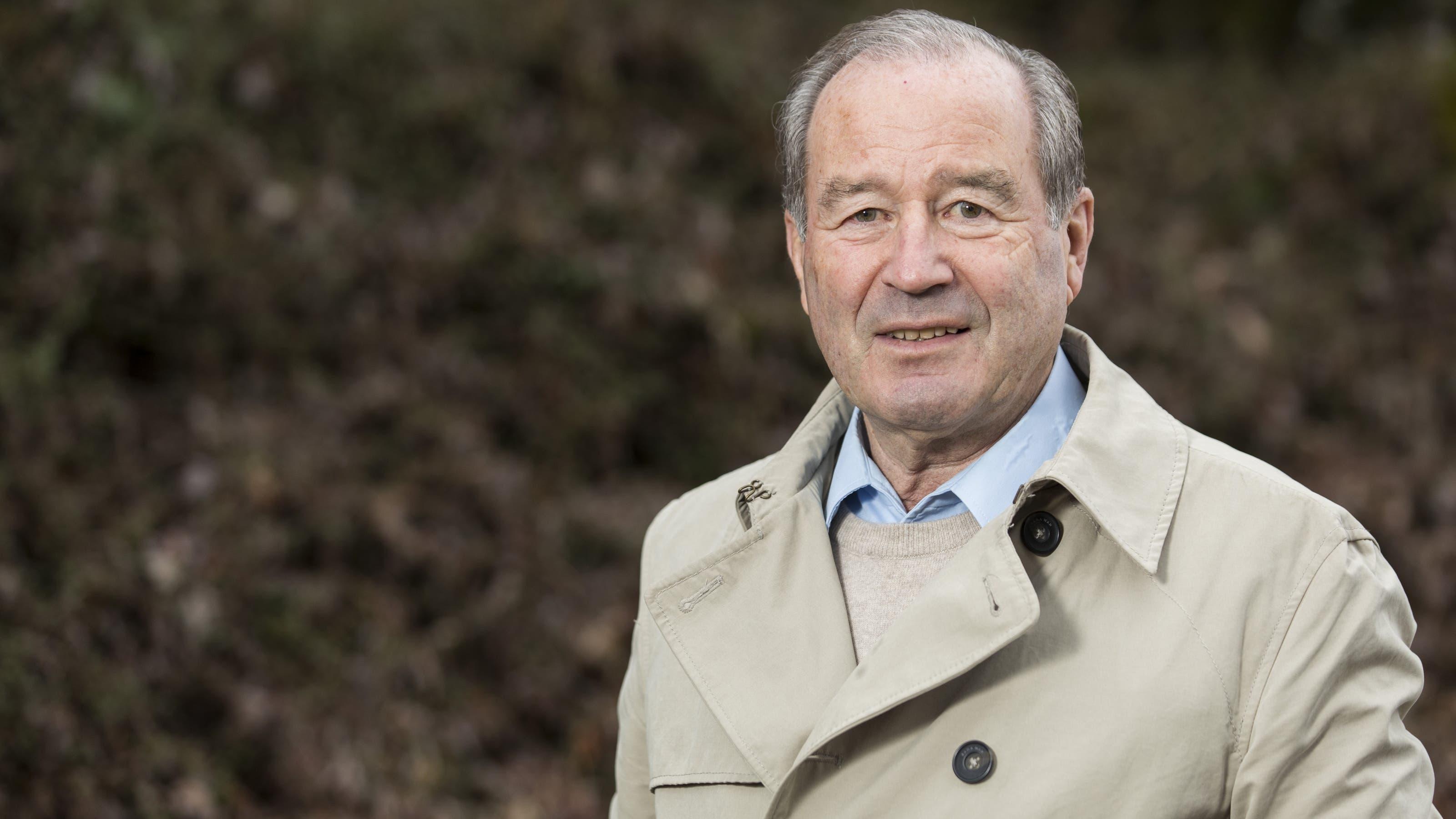 Der mittlerweile 77-jährige Maximilian Reimmann lässt sich von der SVP-Altersguillotine nicht stoppen. Der Nationalrat tritt nun unabhängig mit dem «Team 65+» nochmals an. (Bild: Aargauer Zeitung)