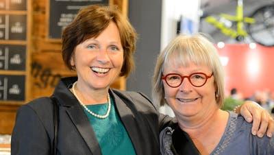 Ingrid Schreiber (links) und Ilka Tschirky aus Buchs: «Wir sind erst am Anfang des Rundgangs, sind aber gespannt auf alles Weitere.» Bild: Hansruedi Rohrer