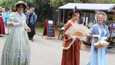 Historisch gewandete Personen zogen auf Schloss Wellenberg die Aufmerksamkeit der Besucher auf sich. (Bild: Christof Lampart)