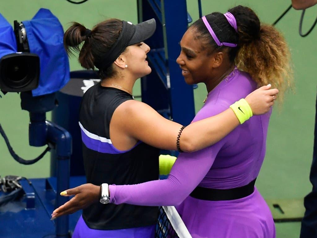 Faire Geste: Im Gegensatz zum letzten Jahr endete der Final nicht in einem Eklat, sondern einer herzlichen Umarmung zwischen Siegerin Bianca Andreescu und der unterlegenen Serena Williams (Bild: KEYSTONE/FR171690 AP/SARAH STIER)