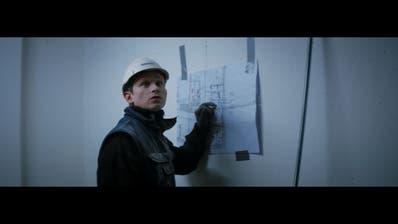 Joel Basman in der Rolle des Sanitärinstallateur in «Der Büezer». (Bild: Milieu Pictures)