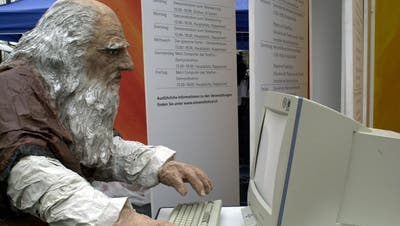 Leonardo da Vinci am Computer (Bild: Festival «Science et Cité» in der St.Galler Innenstadt, 2005)