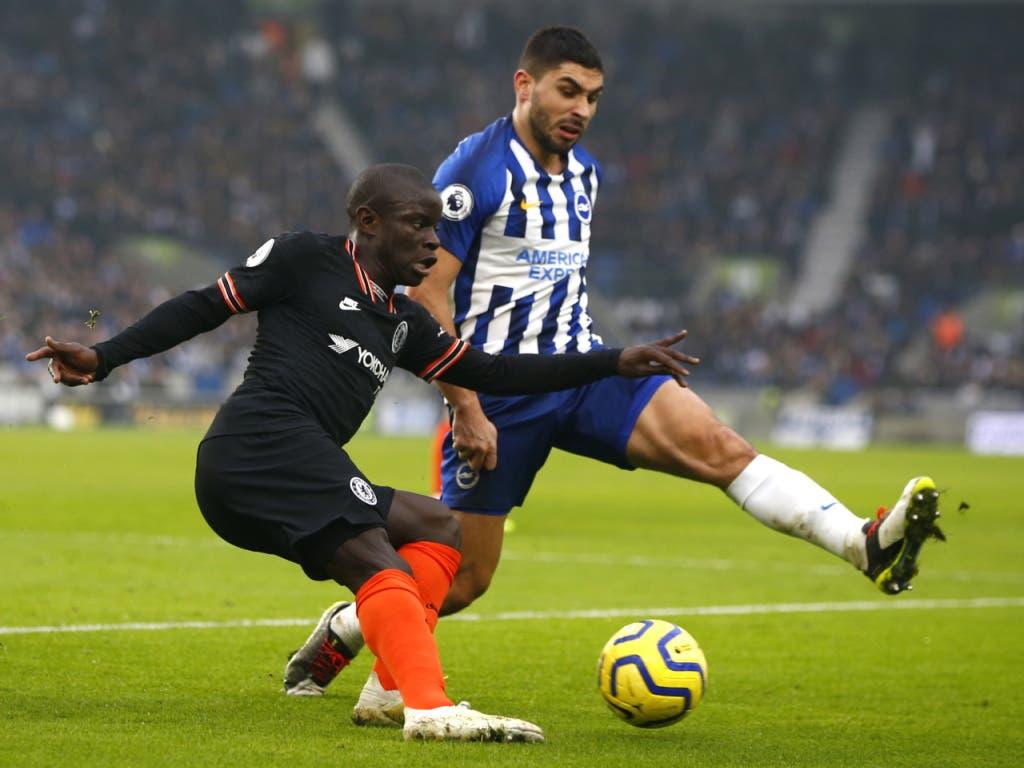 Chelseas N'Golo Kanté (links) gegen Brightons Neal Maupay
