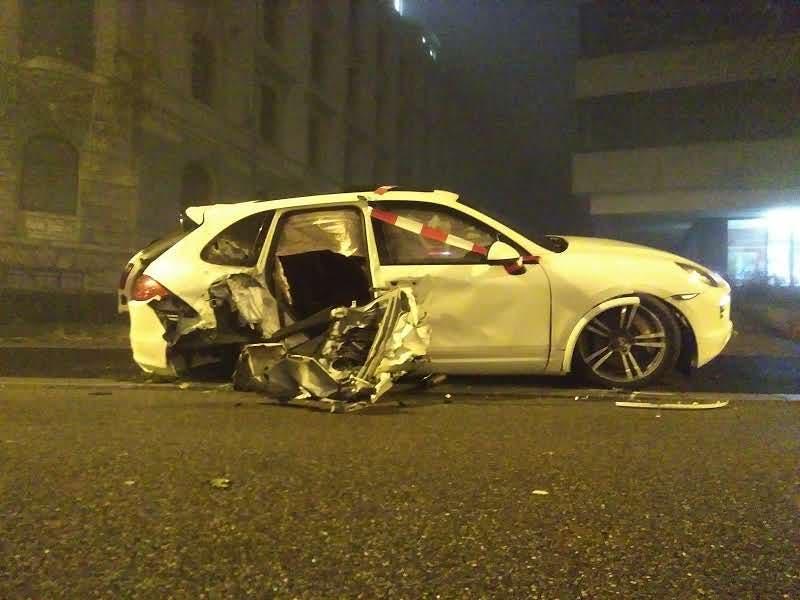 Das völlig demolierte Unfallfahrzeug