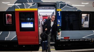 SBB-Chef Andreas Meyer anlässlich der Taufe des Giruno-Zuges im letzten Dezember. Dass sich die Einstiege in der Mitte der Zugwagen befinden, könnte der Grund für den höheren Fahrgeräuschpegel sein.) Bild: Samuel Golay/Keystone (Bellinzona, 15. Dezember 2019)