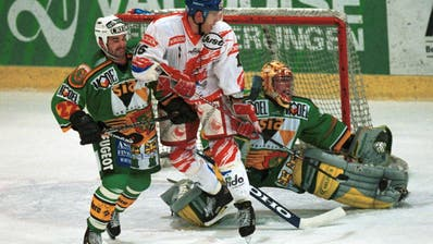 Patrick Henry (links) und Cuno Weisser (hier bei Herisau) sind heute beide Legenden im HC Thurgau. (Rainer Bolliger (Herisau, 4. Oktober 1998))