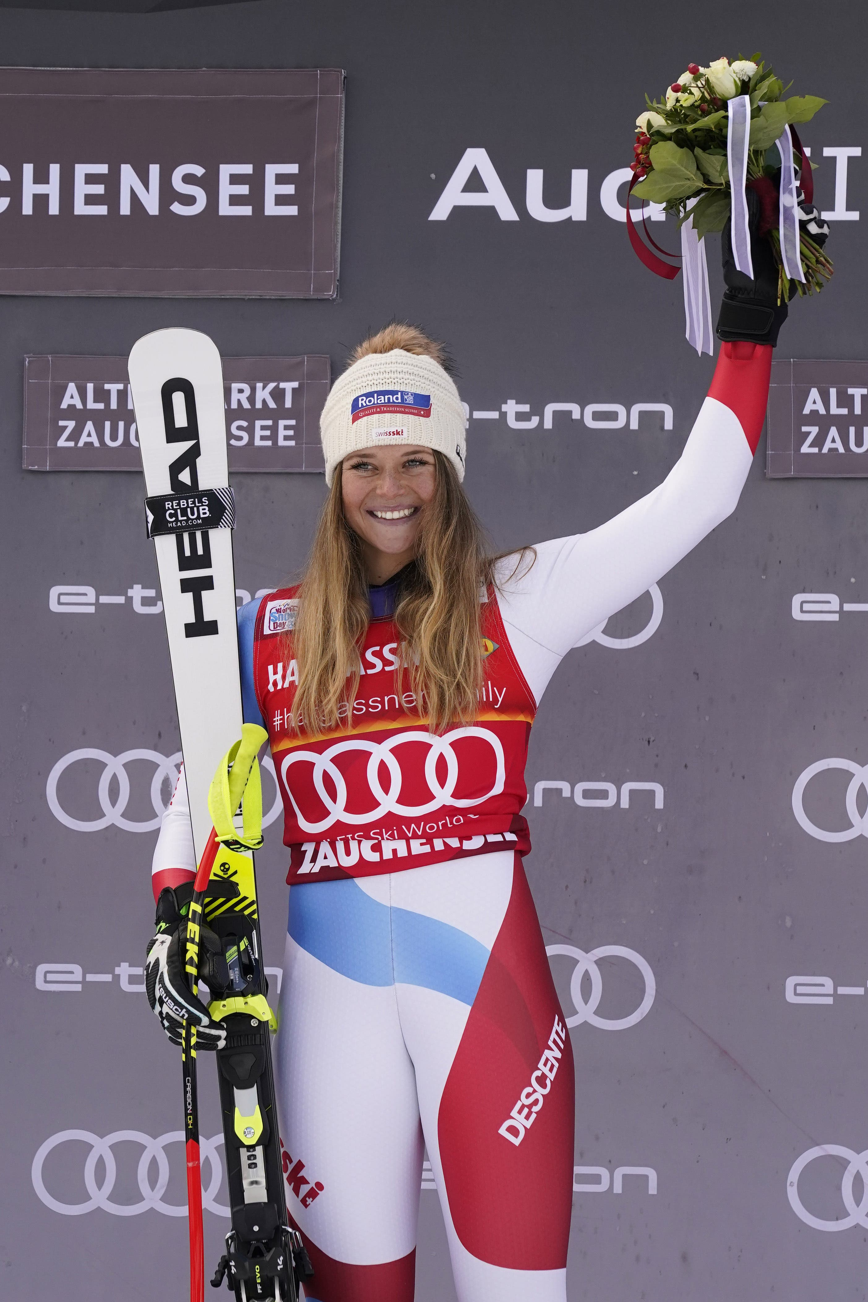 Corinne Suter gewinnt zum ersten Mal überhaupt ein Weltcup-Rennen.
