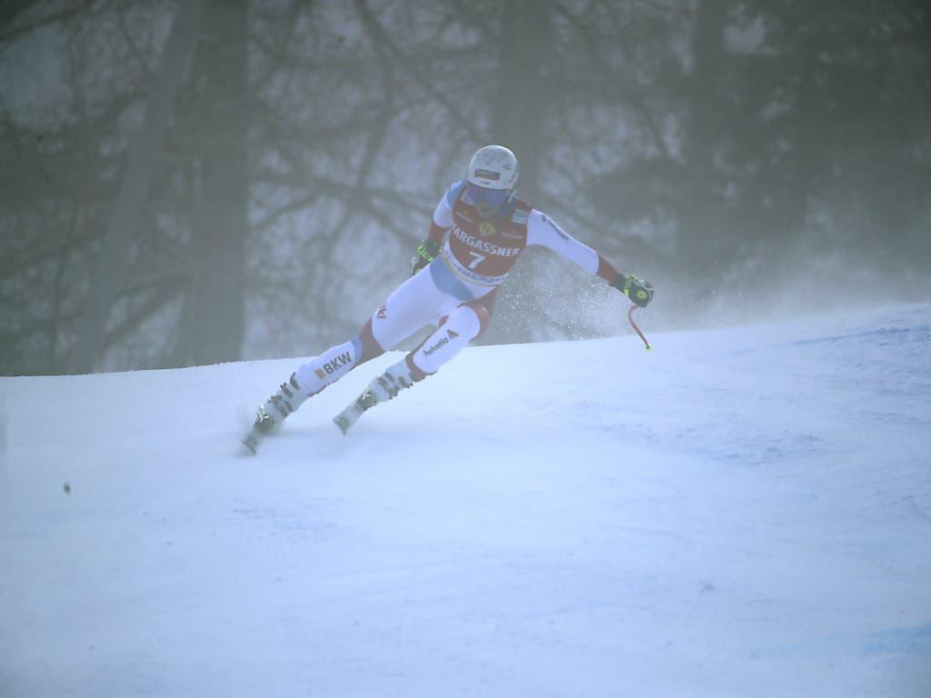 Corinne Suter liess sich bei ihrer siegreichen Fahrt auch durch den Nebel nicht aus dem Konzept bringen