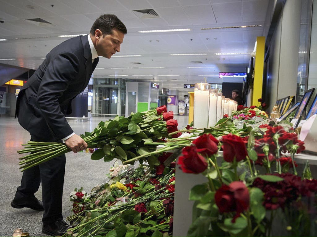 Trauer und Forderung: Der ukrainische Präsident Wolodymyr Selenskyj fordert vom Iran, die Schuldigen zur Verantwortung zu ziehen und Entschädigungen zu zahlen.