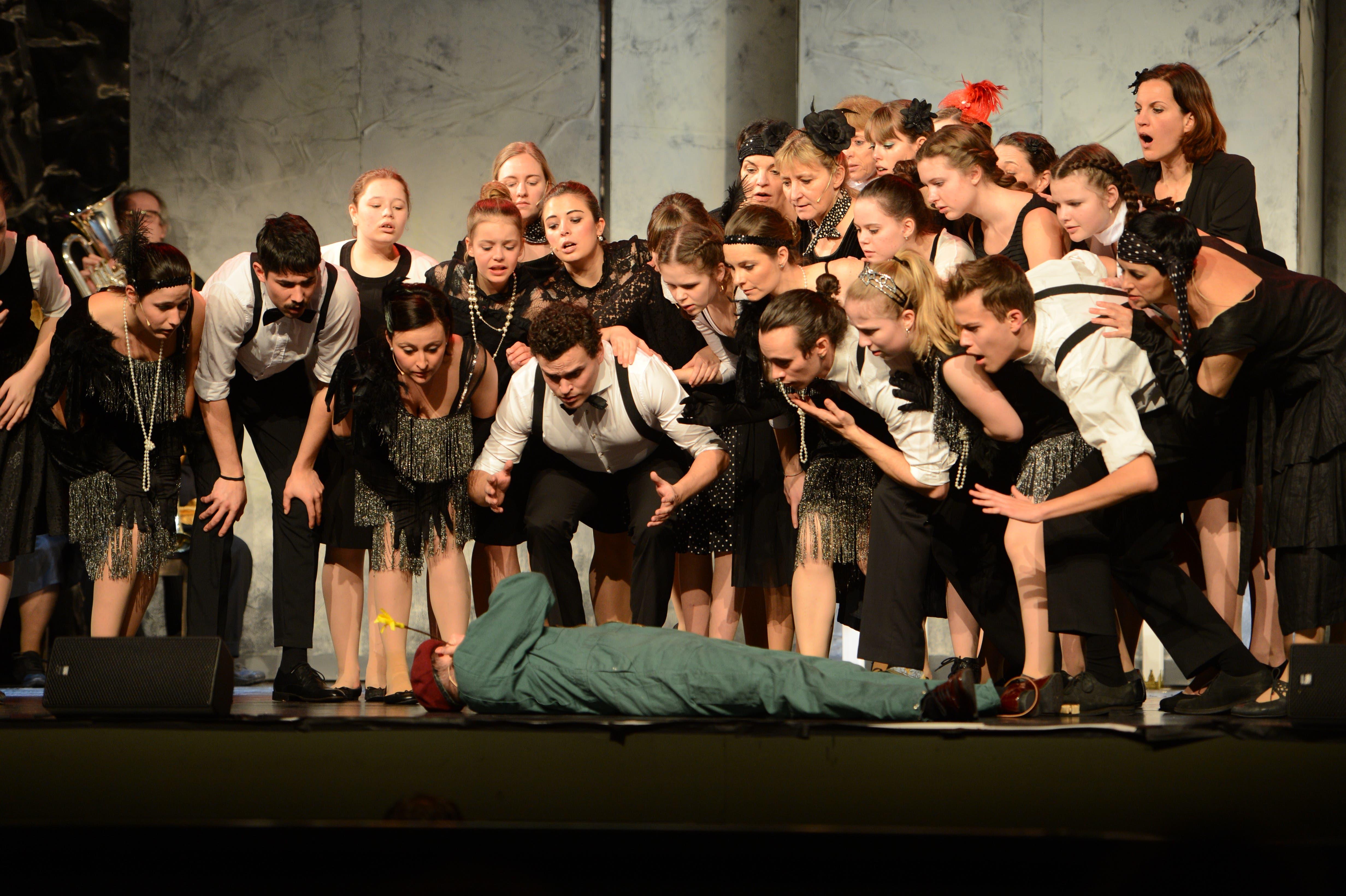 Rund 50 Laienspieler sind beim Musical Big Fish im Theater Uri mit viel Enthusiasmus dabei.