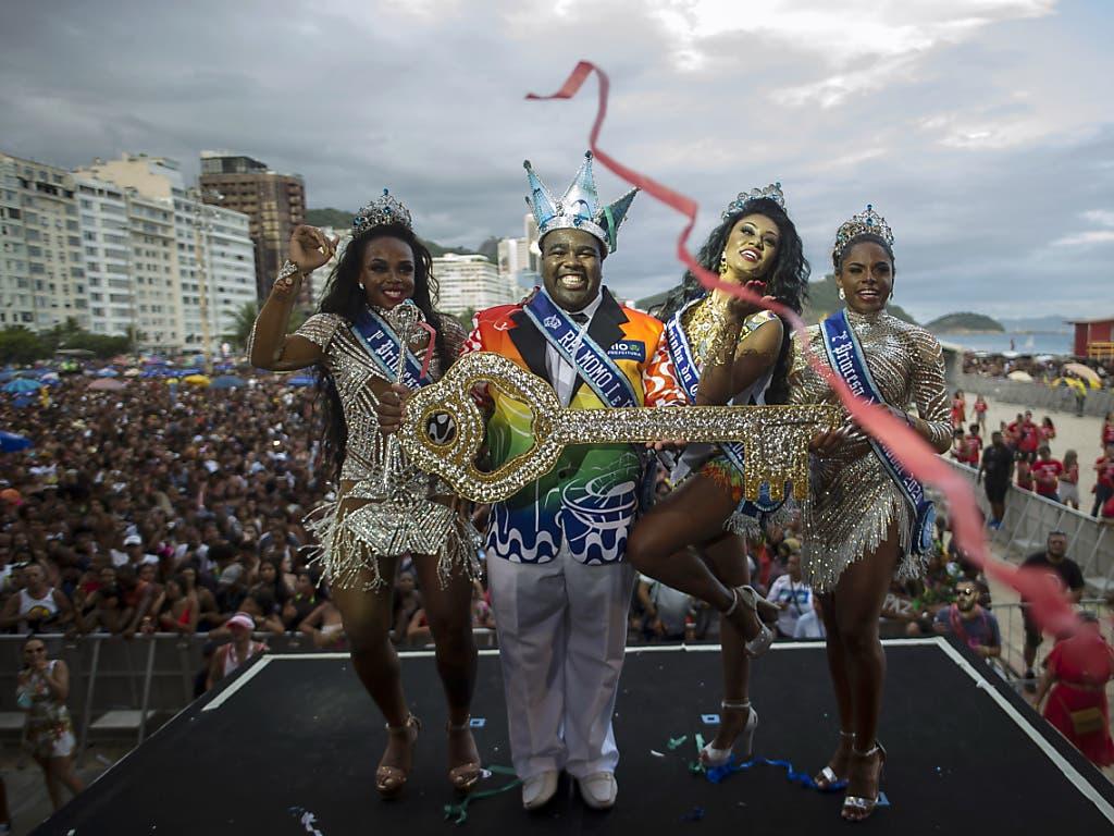 In Rio de Janeiro hat erneut der Karneval begonnen - diesmal mit einer extrem langen Zeitdauer.