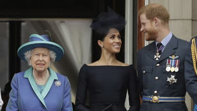 Prinz Harry und Ehefrau Meghan wollen sich von royalen Pflichten zurückziehen. Königin Elisabeth istzutiefst enttäuscht. (Bild: Matt Dunham, AP (10. Juli 2018))