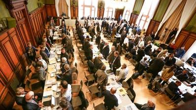 Im Grossen Rat kommt es dieses Jahr zu einem Sesselrücken. ((Bild: Donato Caspari))
