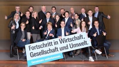 Die Kandidatinnen und Kandidaten der FDP Bezirk Weinfelden mit ihrem Slogan für die Kantonsratswahlen. ((Bild: PD))