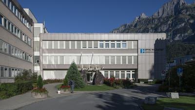 Die Region Sarganserland hofft, dass eine überkantonale Zusammenarbeit das Spital Walenstadt retten könnte. (Gian Ehrenzeller, KEYSTONE)