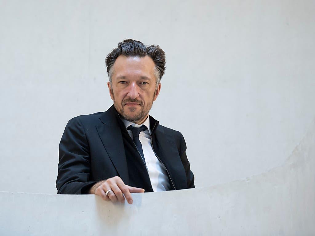 Lukas Bärfuss bei der Verleihung Büchner-Preises 2019 in Darmstadt. Am Donnerstag wird am Theater Basel seine Dramatisierung von Stendhals Roman «Rot und Schwarz» uraufgeführt.