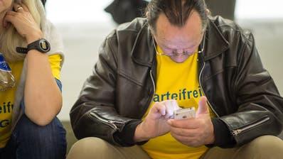 Bei den nationalen Wahlen im Herbst 2015 präsentierte sich Parteifrei SG im Pfalzkeller mit gelben T-Shirts. (Michel Canonica)