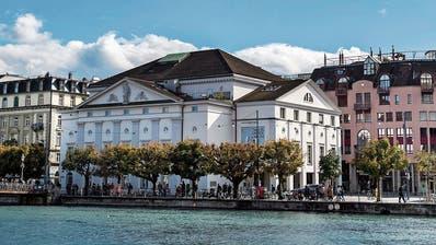 Das heutige Luzerner Theater mit dem Theaterplatz an der Reuss.