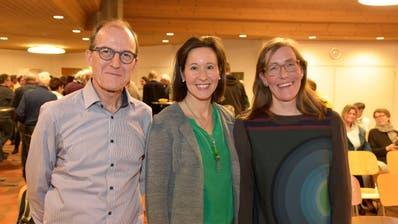 Präsident Thomas Siegfried freut sich mit Christina Traber-Vogel und Martina Seger-Bertschi über die Wahl. ((Bild: Mario Testa))