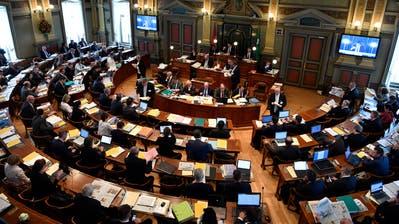 Der Saal des St.Galler Kantonsrats im Regierungsgebäude, der sogenannten Pfalz. Hierhin zieht es im Wahlkreis St.Gallen-Gossau (mit 29 zu vergebenden Sitzen) bei den Wahlen vom 8. März insgesamt 311 Kandidatinnen und Kandidaten. (Bild: Regina Kühne)