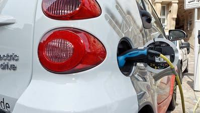 Autos mit Elektromotor überholen Verbrenner laut Studie 2030