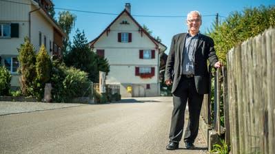 Der Egnacher Gemeindepräsident Stephan Tobler im Weiler Olmishausen. ((Bild: Reto Martin))