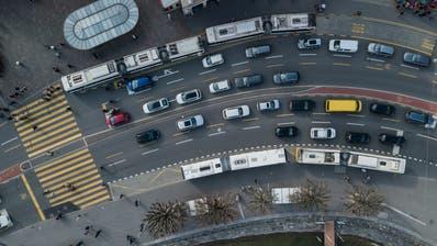 Drohnen Bilder Stadt Luzern. Fotografiert am 27. März 2019.Im Bild: Schwanenplatz, Verkehr, Strasse, BusBoris Bürgisser / LZLuftaufnahmeDrohneStadtansichtOrtschaftOrtsbild (Lz / Boris Bürgisser, LZ / Boris Bürgisser)