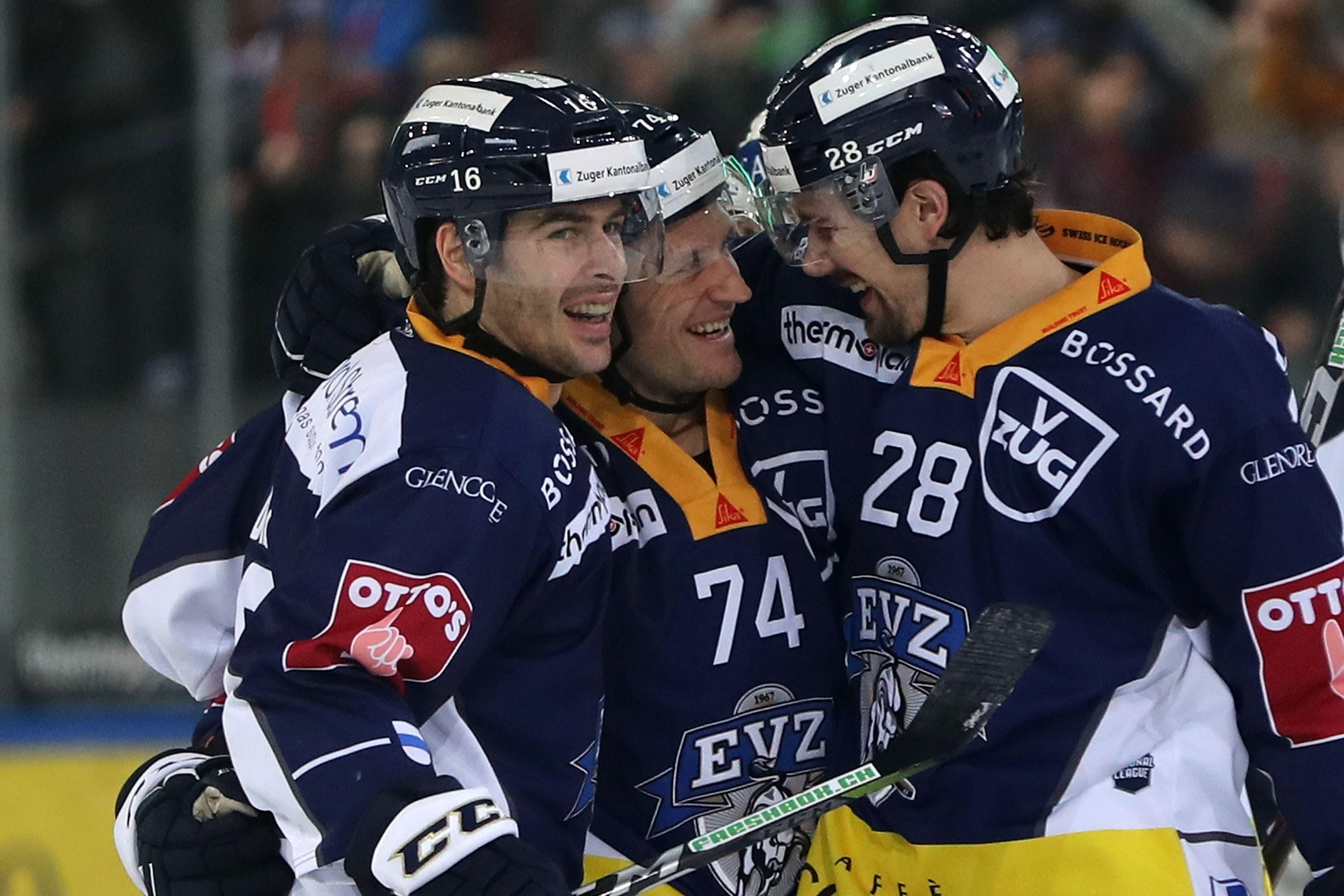 Jubel nach dem 2:0 bei den Zugern Raphael Diaz, Johan Morant und Yannick-Lennart Albrecht (von links).