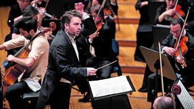 James Gaffigan dirigiert das Luzerner Sinfonieorchester im KKL. (Bild: Corinne Glanzmann (15. Januar 2020))