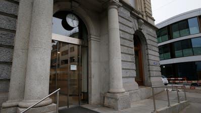 Das ehemalige Postgebäude in Zug steht momentan wieder leer. (Bild: Stefan Kaiser (12. Januar 2018))