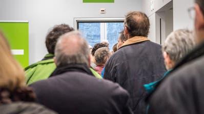 Rechts lang zur Bestrahlung: Den Weg treten am Tag der offenen Tür über 10'000 Besucherinnen und Besucher freiwillig an. (Bild: Andrea Stalder)