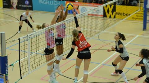 Die Spielerinnen von Volley Toggenburg waren am Samstag gegen den Spitzenreiter chancenlos. (Bild: Reinhard Kolb)