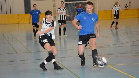 120 Mannschaften zählte das Teilnehmerfeld des 26. Bazenheider Hallenmasters. Bei den Aktiven siegte der FC Dussnang. (Bild: Beat Lanzendorfer)